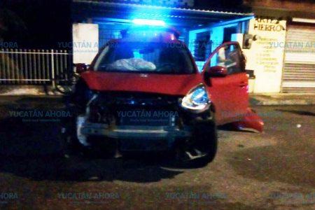 Se duerme al volante y choca dos vehículos en la Vicente Solís