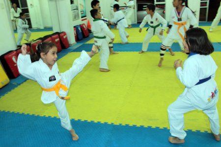 Unos 200 deportistas buscan subir de grado ante el Gran Maestro del Tae Kwon Do
