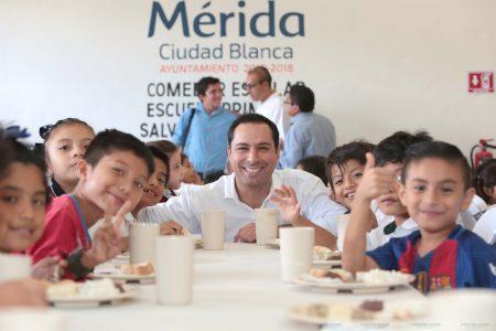 Mauricio Vila entrega comedor escolar en la colonia Salvador Alvarado Oriente