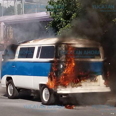 Se quema una Combi en la Mayapán y deja sofocadas a dos mujeres