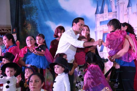 Mauricio Vila celebra la Navidad en los cendis del Ayuntamiento