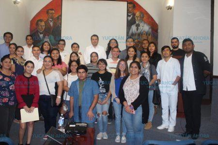 Joven yucateco acumula tres mil horas de voluntariado