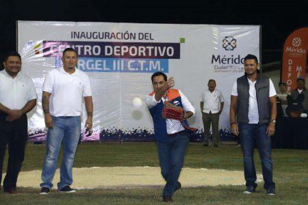 Mauricio Vila Dosal entrega el campo de sóftbol de Vergel III