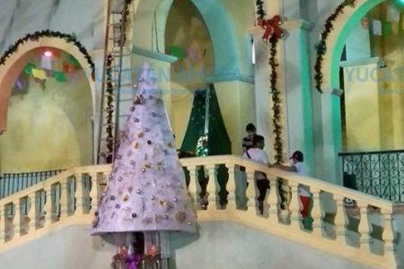 Vecinos logran que se retire un adefesio de arbolito navideño