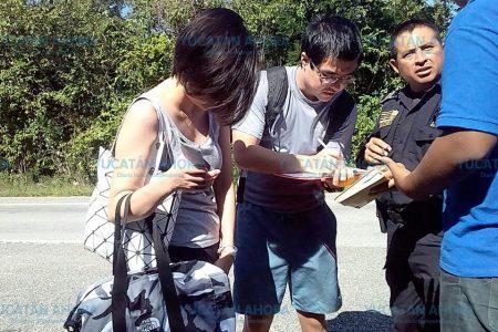 Turistas chinos constatan dureza de las piedras mayas