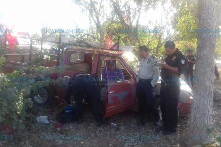 De la nada perdió el control de su camioneta y se proyectó hacia un árbol
