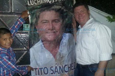 Tito Sánchez alza la mano por el IV Distrito federal de Mérida