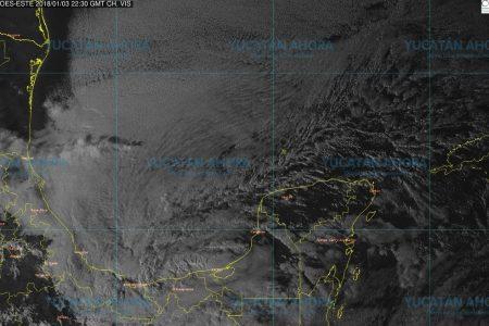 Masa de aire frío reforzada prolonga la heladez en Yucatán