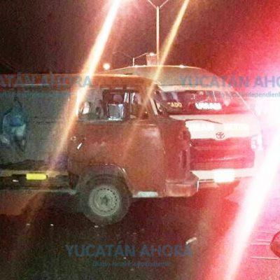 Pasajera paga 'los platos rotos' de un desesperado chofer de taxi colectivo