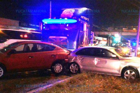 Descontrolado tráiler deja daños en tres vehículos