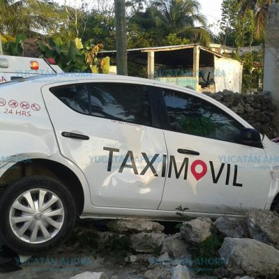 Si no fuera por la albarrada le taxi se mete a la casa
