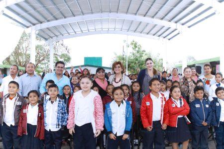 Construyen techo para niños y niñas de una primaria en San Antonio Kaua