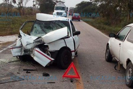 Se estrella de frente con otro vehículo que no vio por la niebla: tres lesionados