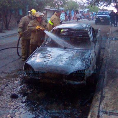 Se quema camioneta con tanque de 50 kilos de gas doméstico