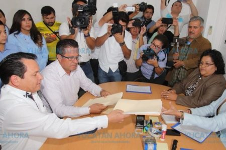 Huacho Díaz dice tener toda la experiencia para representar a Yucatán en el Senado