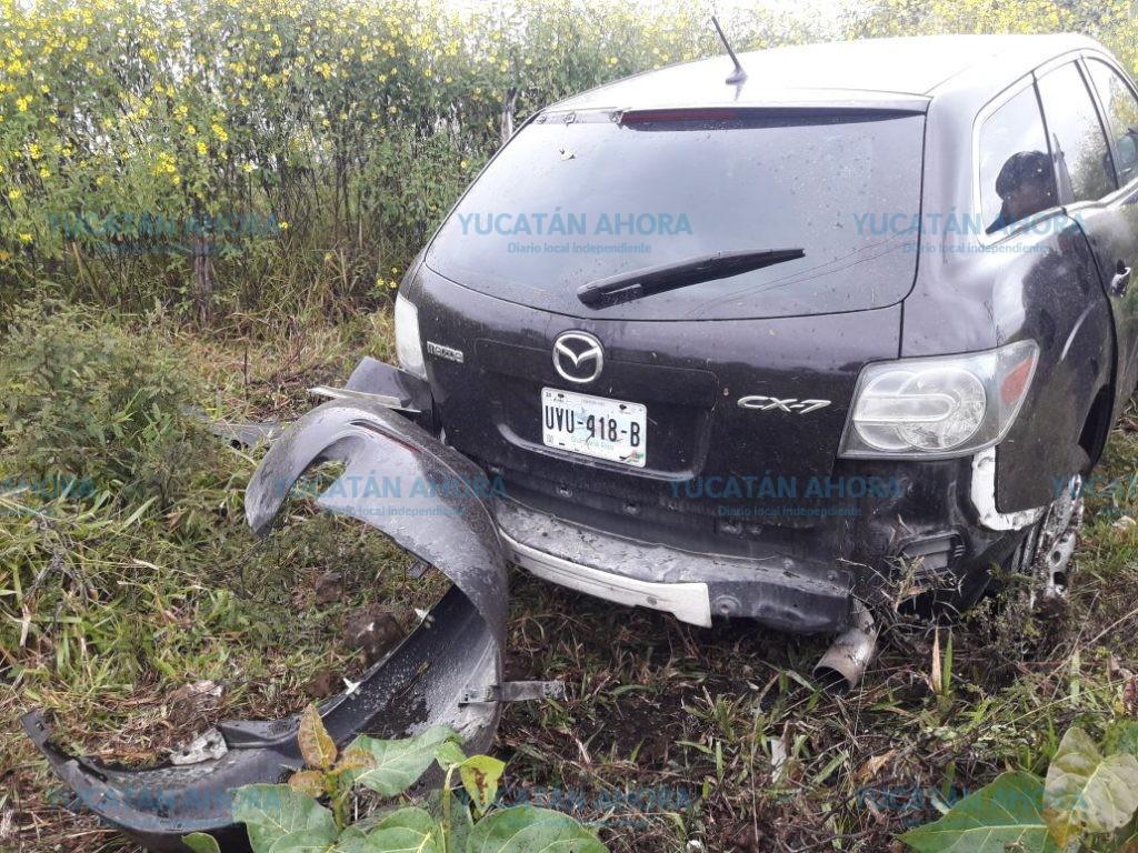 Abandonan dos vehículos en carreteras del Oriente