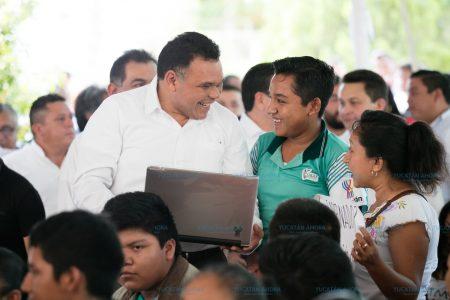 Dos de cada tres estudiantes nivel medio superior  cuentan con una laptop