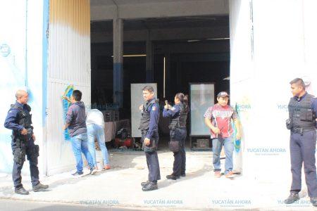 Durante sus 36 horas de arresto los hacen pintar los predios que grafitearon