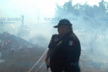 Incendio amenaza tanque de combustóleo en Ferronales