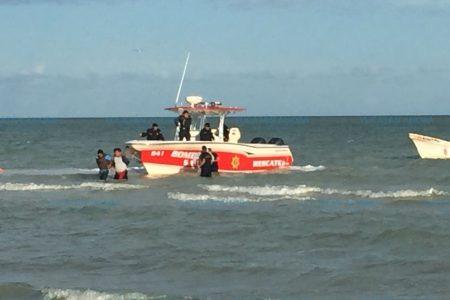 Al estilo Miami Vice, persiguen en el mar a ladrones de predios veraniegos
