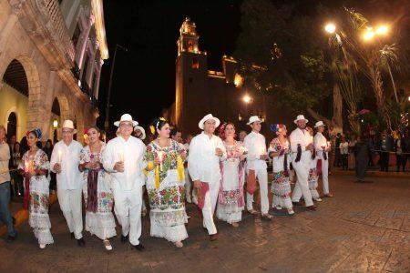 Ciudadanos y autoridades le cantan Las Mañanitas a Mérida