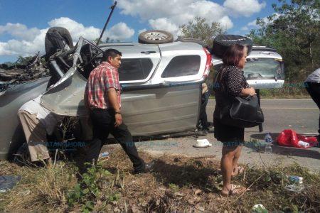 Aparatosa volcadura en la carretera Mérida-Muna: una fallecida
