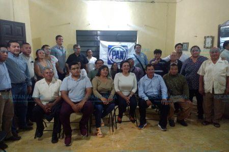Sofía Castro se reúne con liderazgos panistas de Yucatán