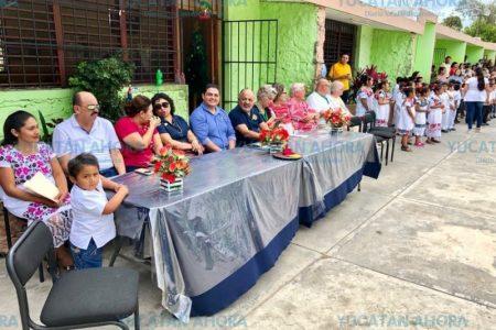 Rotarios entregan bebedero 'estilo Costco' en Ticuch, Valladolid
