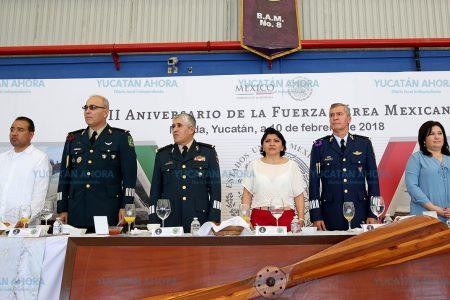 Reconocen honor y lealtad de la Fuerza Aérea Mexicana, en su CIII aniversario