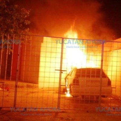 Madrugador y extraño incendio de un vehículo en el fraccionamiento Canek