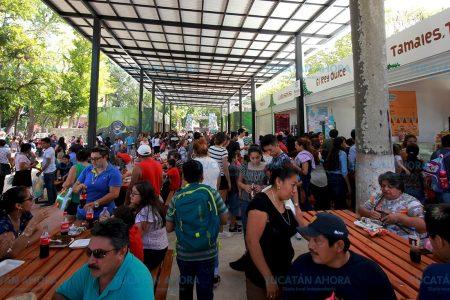Comerciantes del Zoológico Centenario venden 5 veces más de lo normal