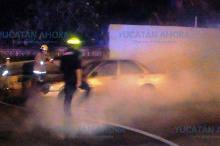 Doce horas activas para bomberos de la SSP, se quema terreno y dos vehículos