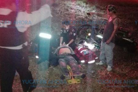 Motociclista pierde el conocimiento al estrellarse contra un automóvil