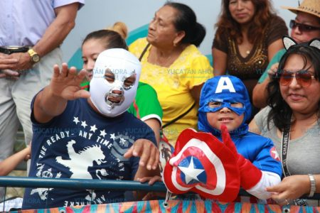 Una multitud despide a Momo en Plaza Carnaval