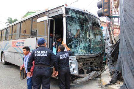 Dos camioneros vieron luz verde al mismo tiempo: 12 lesionados