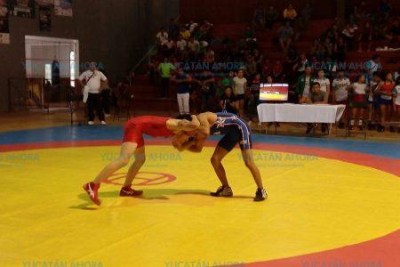 Inauguran en Valladolid torneo de luchas asociadas