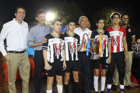 Premian a los campeones y goleadores de la XX Copa Anáhuac Mayab