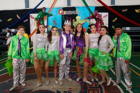 Derroche de ritmo y alegría en el Carnaval del Rogers Hall