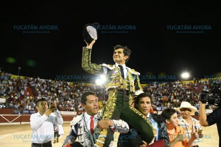 Joselito Adame sale a hombros en Mérida