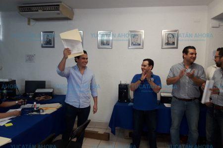 Se registra Álvaro Cetina como precandidato a diputado por el III Distrito