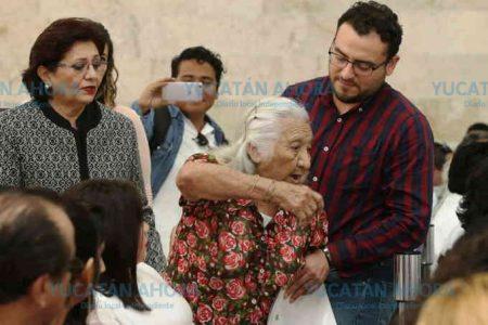 Mujer de la tercera edad clama justicia… y la sacan como si fuera un estorbo