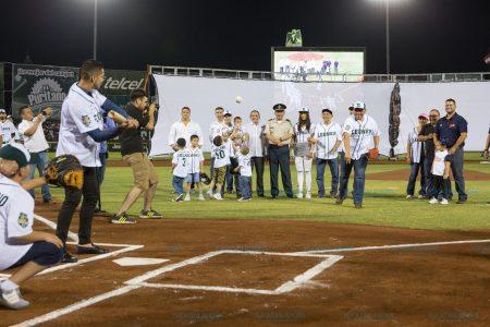 Inicia la fiesta del béisbol en el parque Kukulcán Álamo
