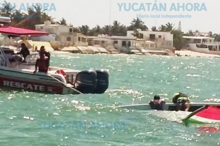 Vuelca su velero y quedan a la deriva en playa de Chelem