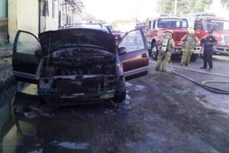 A tiempo se dan cuenta que se quemaban sus vehículos y evitan perderlos