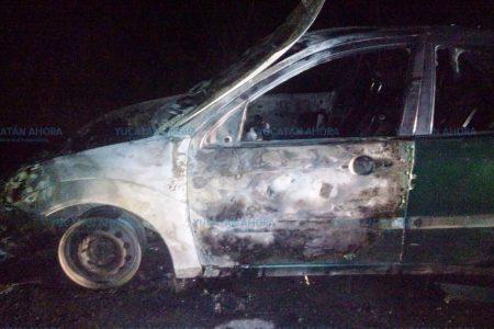 Humo al frente les avisa que se quemaban sus automóviles