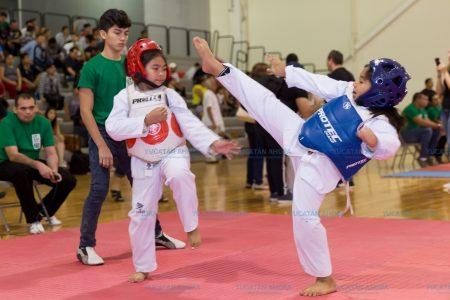 """Tekwondistas de ocho estados miden su talento en el Multigimnasio del """"Kukulcán"""""""