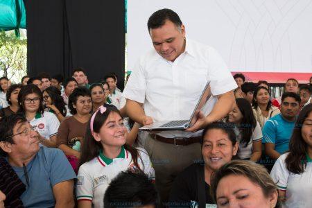 Van 70 mil 544 laptops entregadas a estudiantes en la administración de Rolando