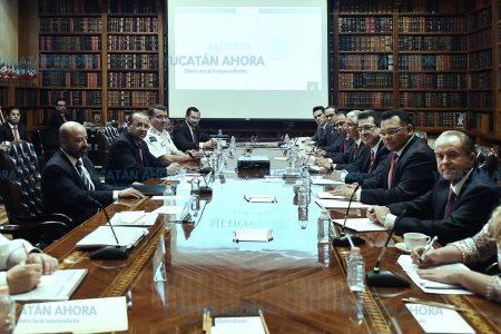 Revisan en Gobernación los avances y retos en seguridad de Yucatán