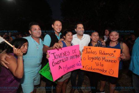 Mauricio Vila hace compromisos tras escuchar inquietudes de los jóvenes