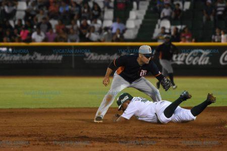Leones vencen a Tigres en el arranque de la temporada en el Kukulcán
